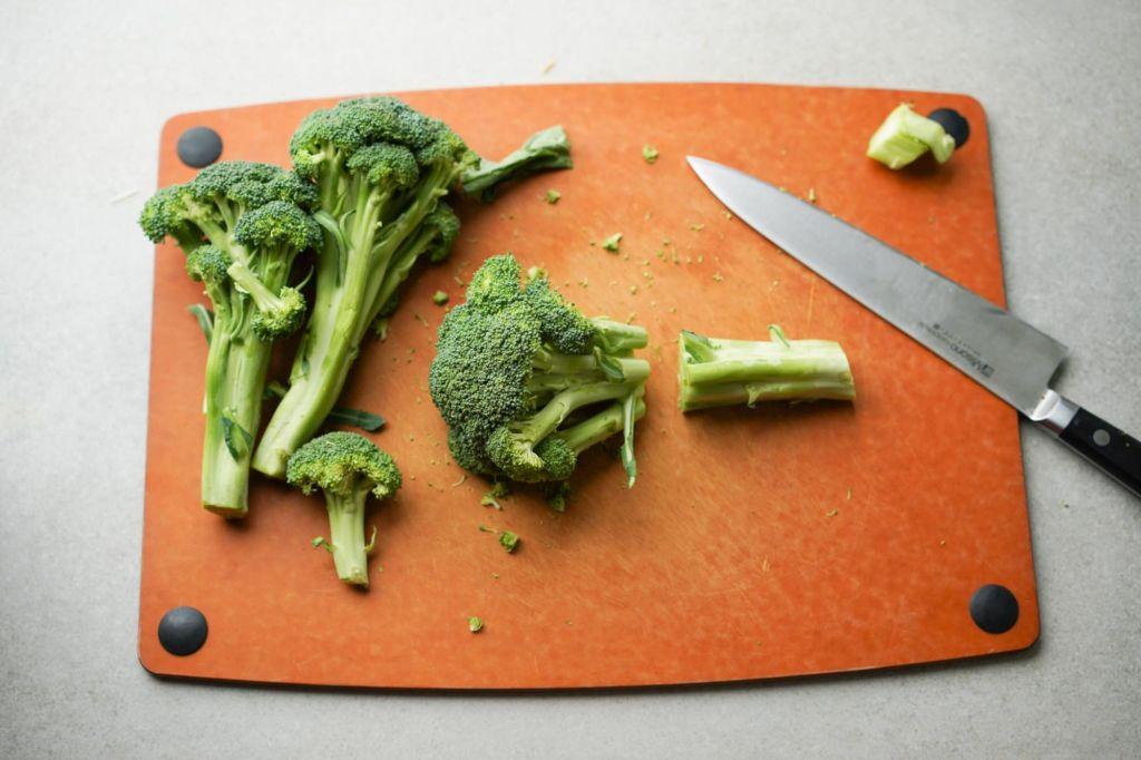 cutting stem off broccoli