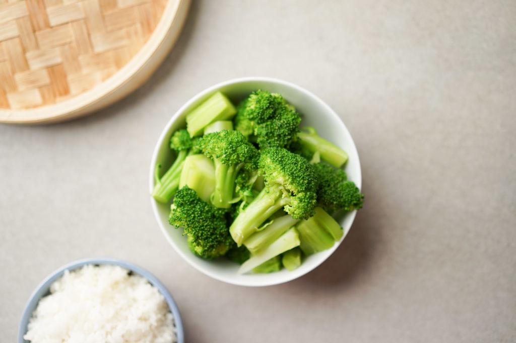 bowl of steamed broocoli