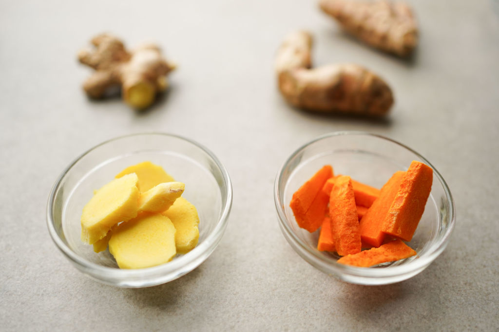 fresh ginger and turmeric roots
